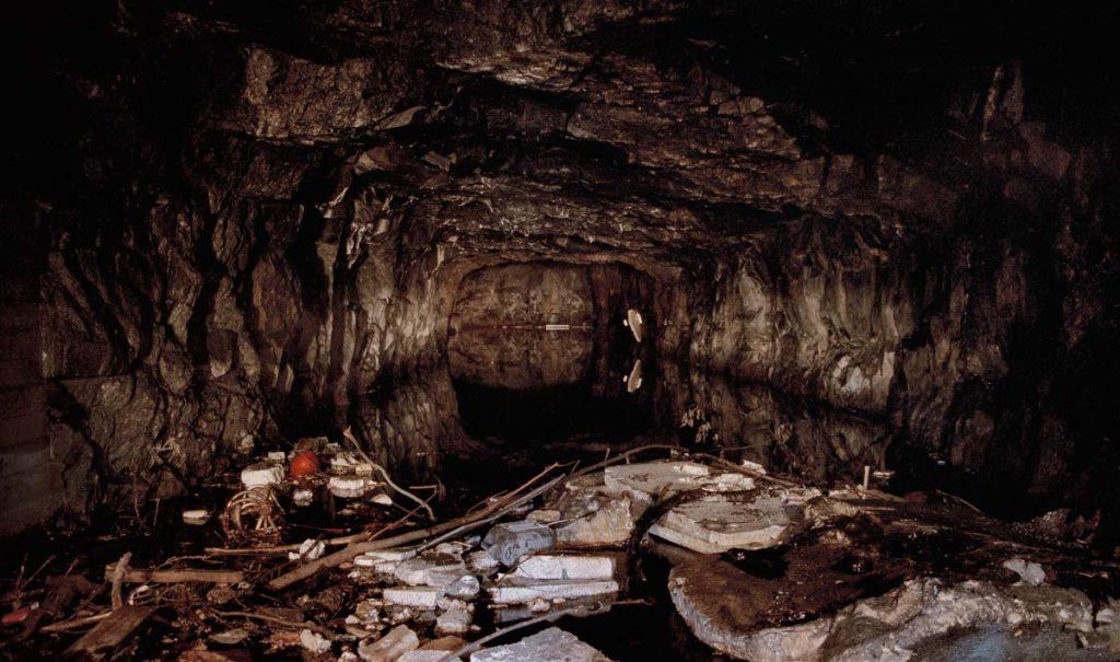 Cave 1425 Mustikkamäki (Blueberry Hill), Kontula, Helsinki 2002